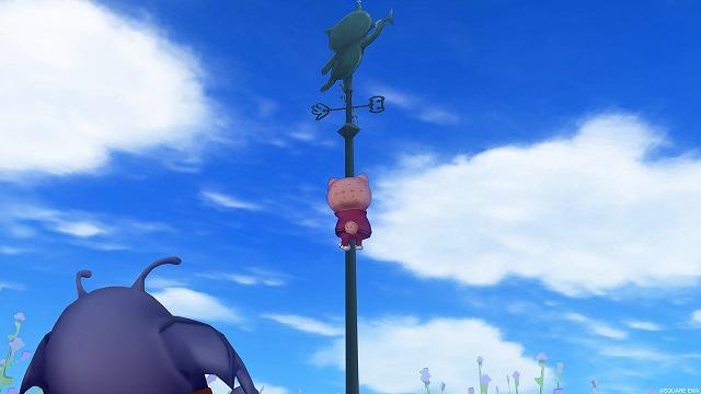 風見鶏の柱を登るぷくみ